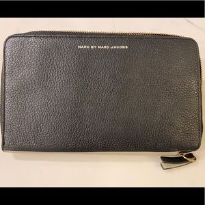 Marc Jacobs ZIP Around Travel Wallet